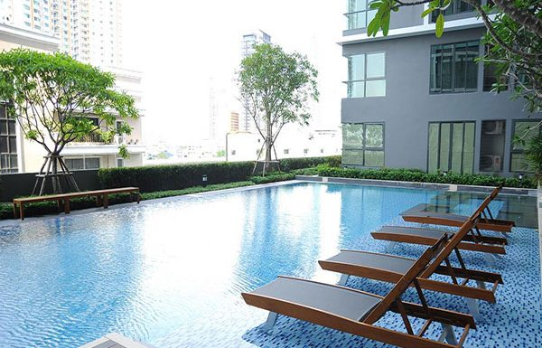 Ideo-Mobi-Sathorn-Bangkok-condo-for-sale-swimming-pool-3